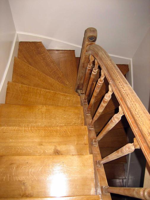 Pose de parquet dans des escaliers