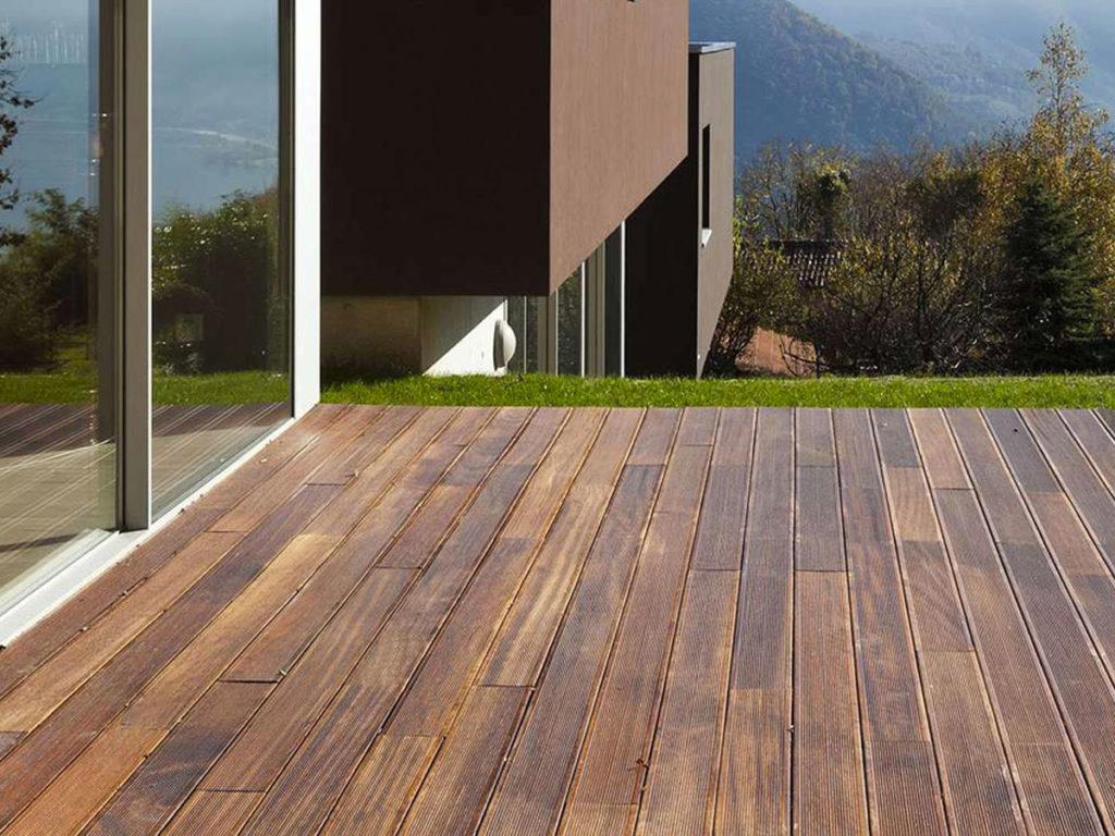 Pose d'une terrasse en bois extérieur